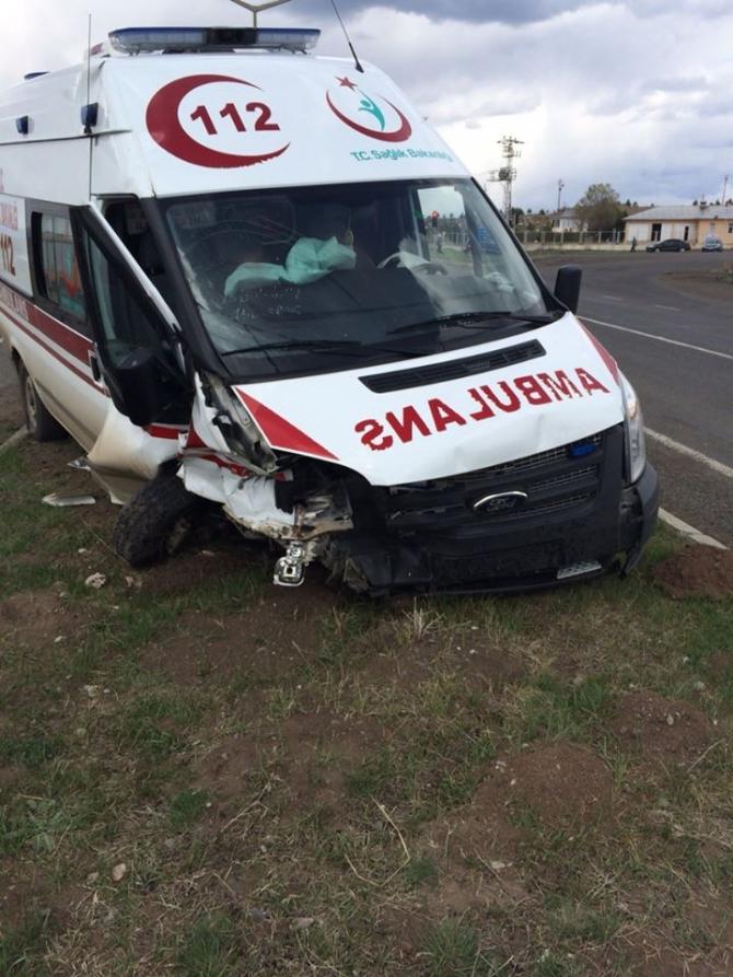 Kars Valisinin Makam Aracı Ambulansla Çarpıştı 1