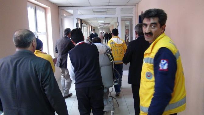 Kars Valisinin Makam Aracı Ambulansla Çarpıştı 11
