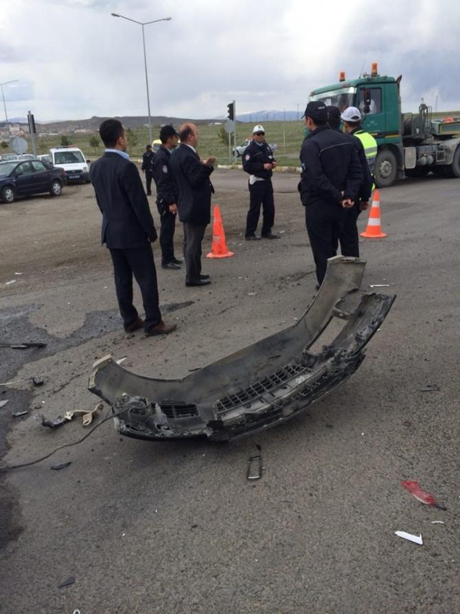Kars Valisinin Makam Aracı Ambulansla Çarpıştı 2