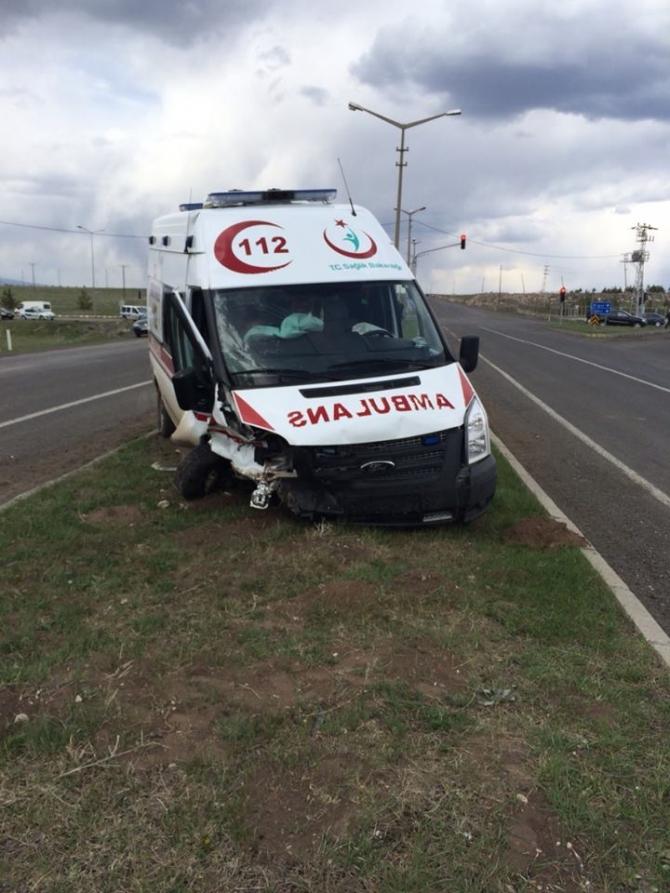 Kars Valisinin Makam Aracı Ambulansla Çarpıştı 4