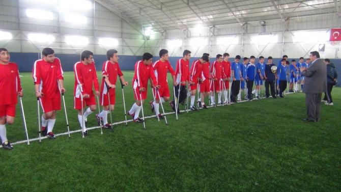 Engellilerle Empati İçin Koltuk Değnekli Maç 1