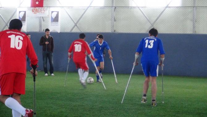 Engellilerle Empati İçin Koltuk Değnekli Maç 7