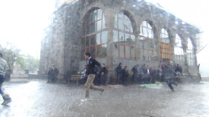 Yağmur Bastırınca Cemaat Camiden Çıkamadı 12