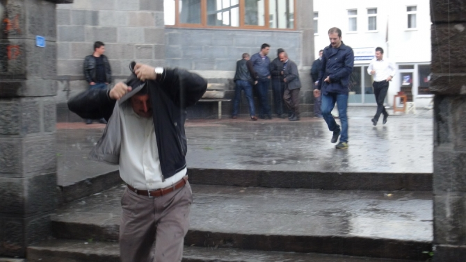 Yağmur Bastırınca Cemaat Camiden Çıkamadı 3