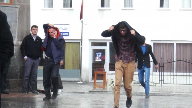Yağmur Bastırınca Cemaat Camiden Çıkamadı 4