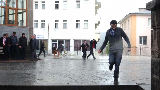 Yağmur Bastırınca Cemaat Camiden Çıkamadı 5