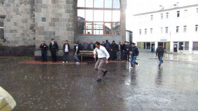 Yağmur Bastırınca Cemaat Camiden Çıkamadı 6