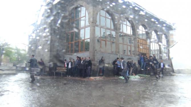 Yağmur Bastırınca Cemaat Camiden Çıkamadı 8