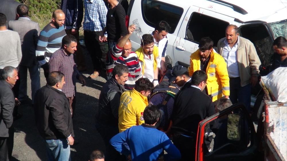 Kars'ta Trafik Kazası 6 Yaralı 13