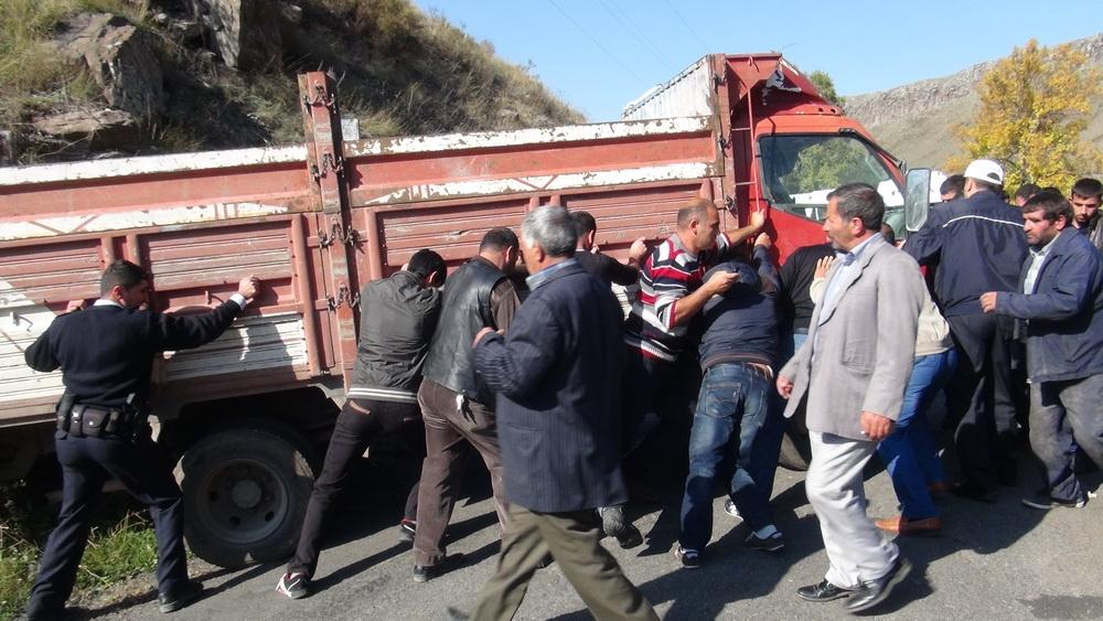 Kars'ta Trafik Kazası 6 Yaralı 17