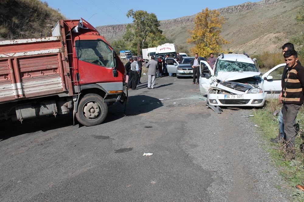 Kars'ta Trafik Kazası 6 Yaralı 4