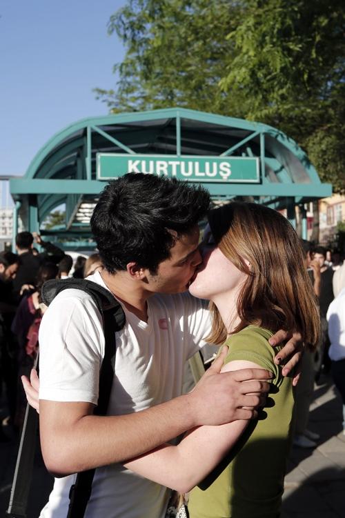 Ankara'da Öpüşme Eylemi 6