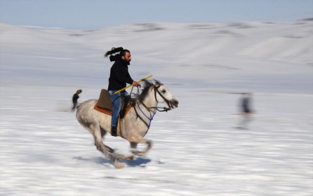 Kar Üstünde 'Cirit' 14