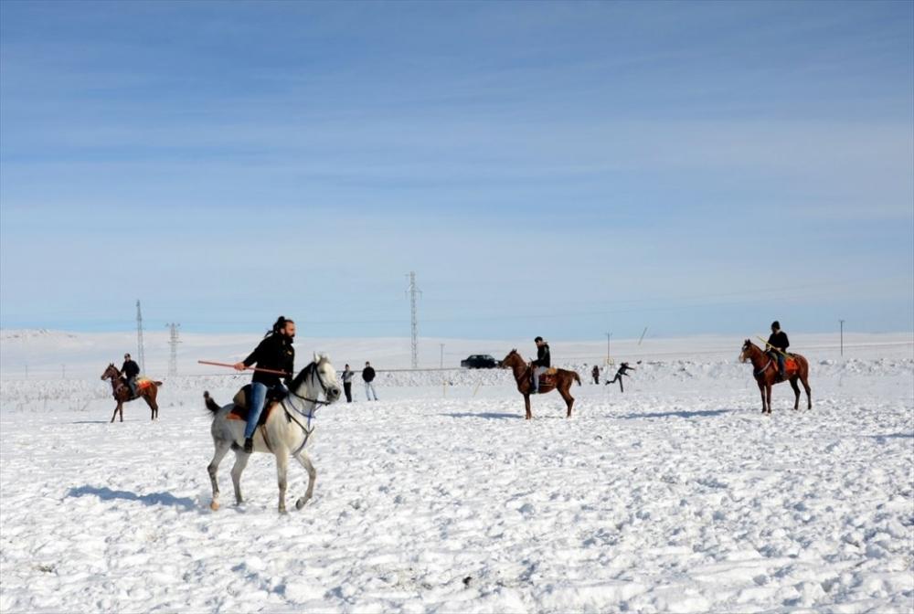 Kar Üstünde 'Cirit' 16
