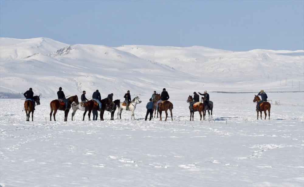Kar Üstünde 'Cirit' 23
