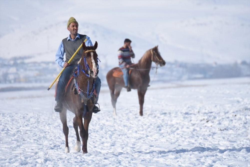 Kar Üstünde 'Cirit' 5