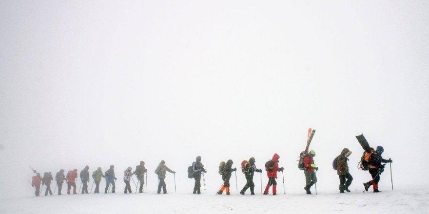 Karslı Dağcıların 'Gökçe Dağ' Yürüyüşü