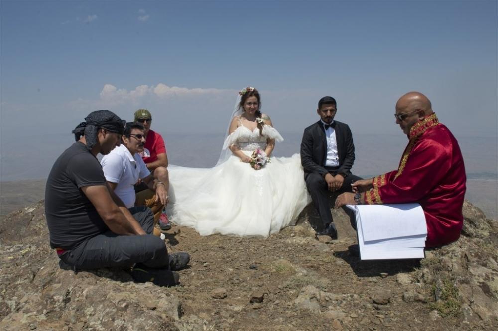 Dağcı Çift 'Zirve'de Nikah Kıydı 7