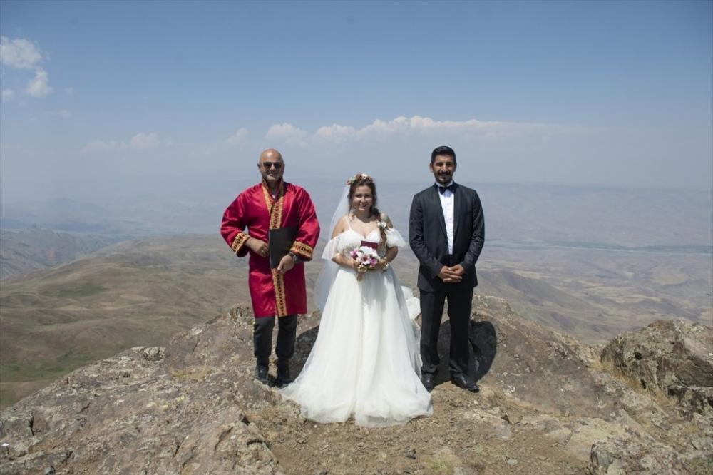 Dağcı Çift 'Zirve'de Nikah Kıydı 9