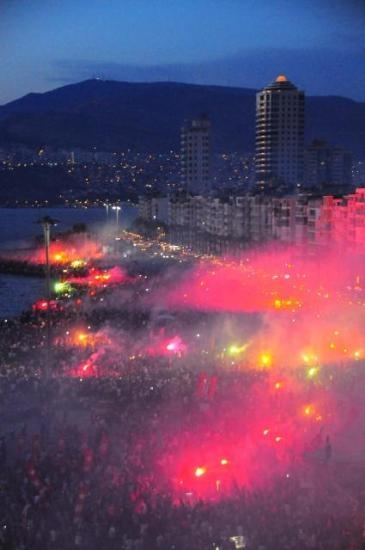 İzmir'de Gezi Parkı Coşkusu 3