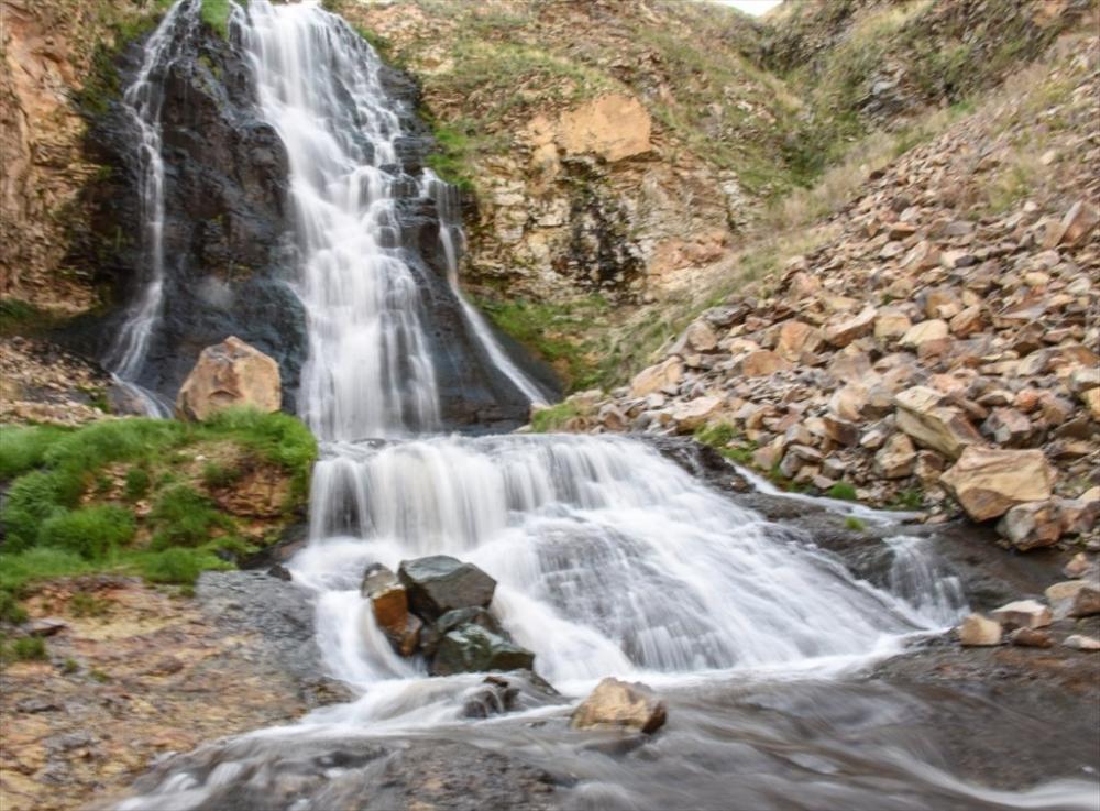 'Susuz Şelalesi' Görenleri Büyülüyor 7