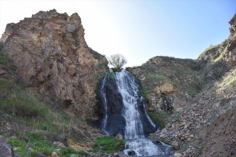 'Susuz Şelalesi' Görenleri Büyülüyor 8