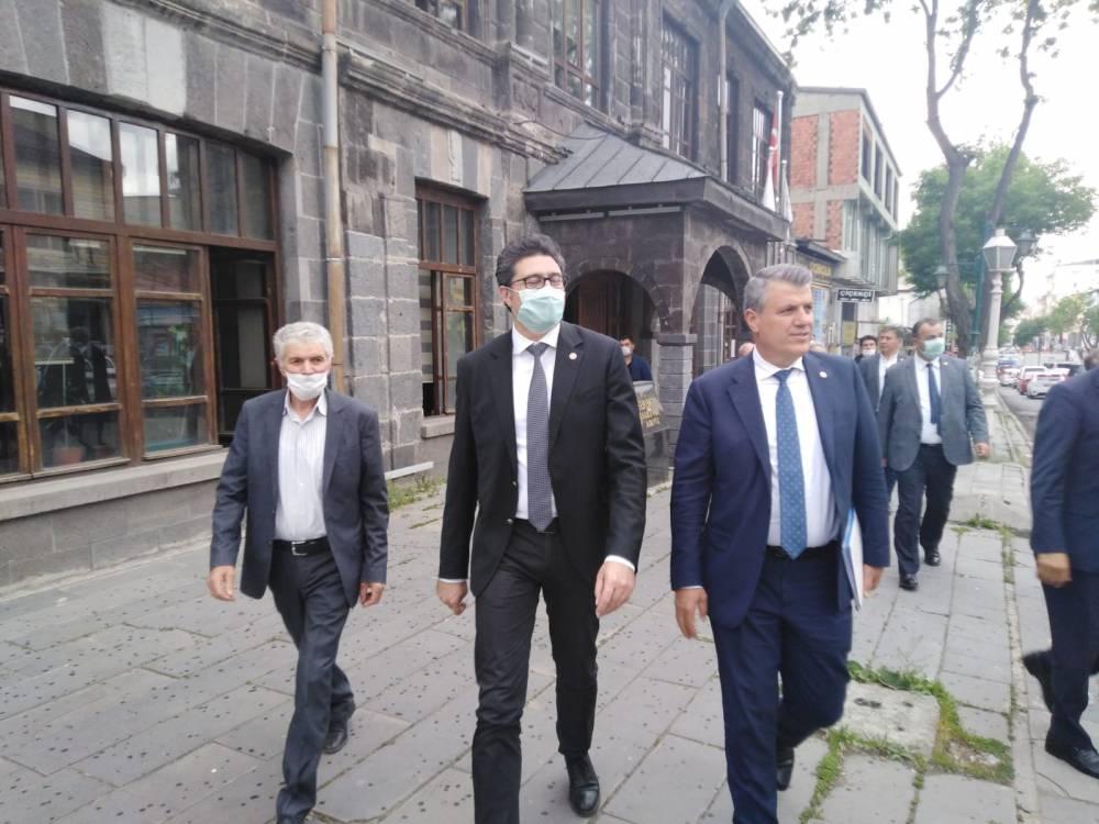 CHP'li Vekiller Kars'a Çıkarma Yaptı 10