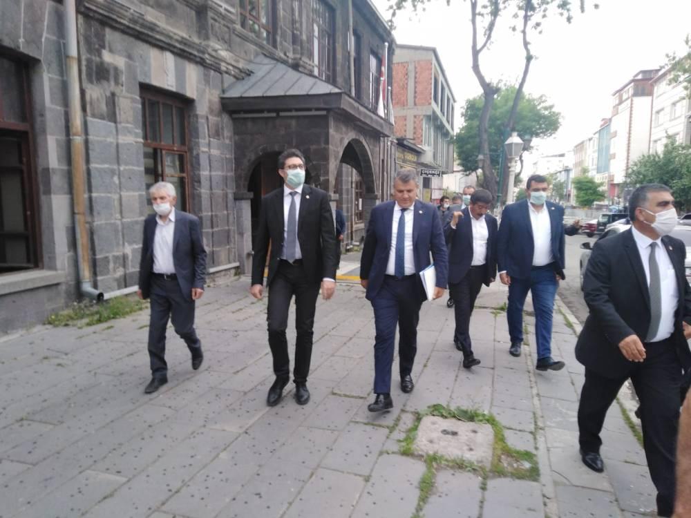 CHP'li Vekiller Kars'a Çıkarma Yaptı 11