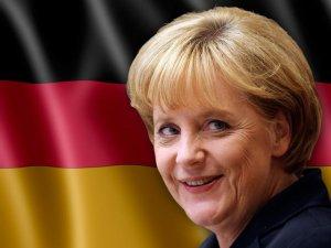 """Merkel: """"Erken Uyarı Sistemine İhtiyaç Var"""""""