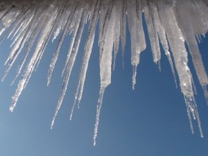 'Çatıdan Düşen Buz' Tehlikesi