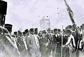 Atatürkün Karsa Gelişi KUTLANDI