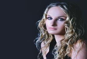 Pınar Sağa Türkü Söylediği İçin DAVA