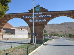 Tuzluca Belediyesi, Astırdığı Ermenice Yazılı Tabelayı Kaldırdı