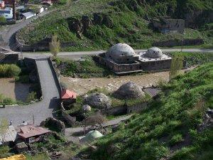 Kars Valisi, Tarihi Muradiye Hamamı'nı İnceledi