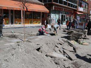 Kars Belediyesi Kaldırım Onarımlarına Başladı
