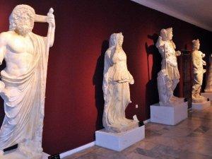 Perge Antik Kenti Arkeologların Gözdesi Oldu