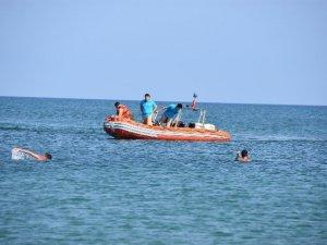 Denizde Şambrelden Düşen Kadın Kayboldu