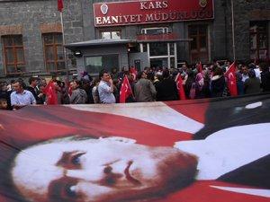 Karslılar Yağmur Altında 'Demokrasi Nöbeti' Tuttu