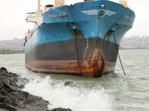 Samsun'da Gemi Kayalıklara Oturdu