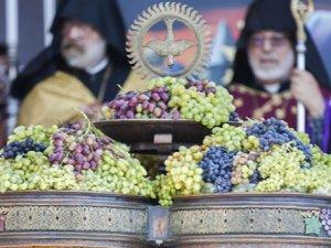 "Asdvadzadzni; Halk Dilinde ""Üzüm Bayramı"" Kutlanıyor"