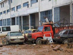 Şiddetli Yağışlar Arhavi'de Hasara Yol Açtı