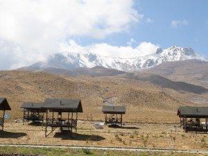 Erciyes Dağı Gelinliğini Giydi
