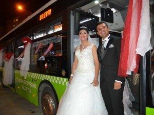 Şoför Çiftin Gelin Arabası Belediye Otobüsü Oldu