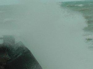 Fırtına Nedeniyle Dalgaların Boyu 5 Metreye Yükseldi