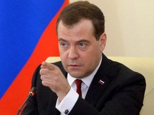 Medvedev Yeniden Parti Başkanı Seçildi