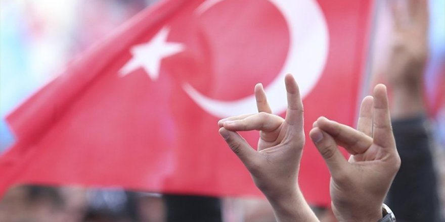 Cenk Tosun'un 'Bozkurt İşareti'ne Tepki