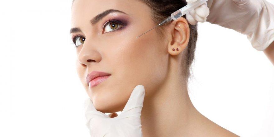 Yaşlı Gösteren Kıvrımlara Botoks Tedavisi