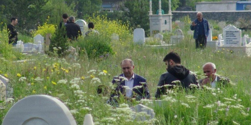 Mezarlıklar Ziyaret Edildi