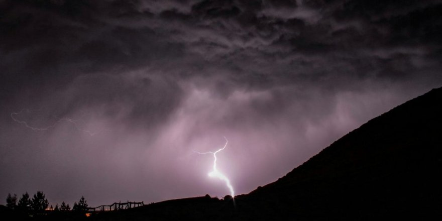 Kars'ta Sağanak Yağış Etkili Oluyor