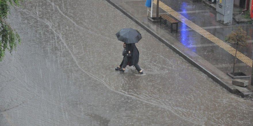 'Bölge'de Sağanak Yağış Uyarısı